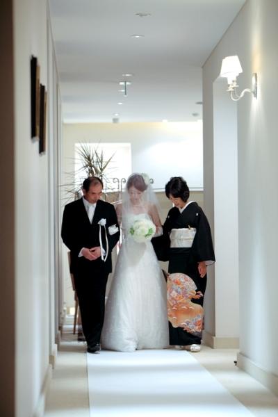 両親と新婦|バージンロード