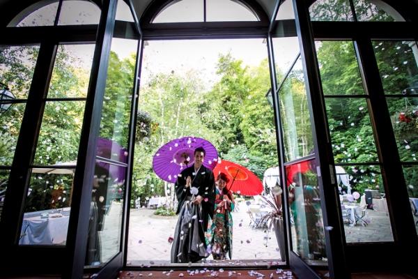花吹雪と和傘