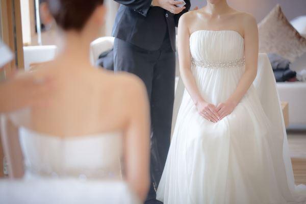 時間をかけて選んだドレスを着る花嫁