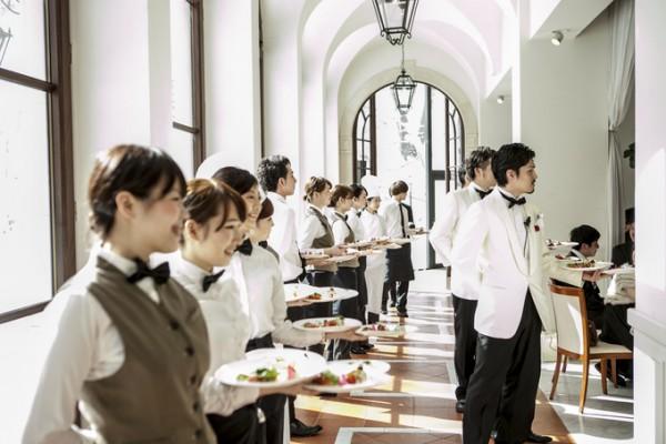 結婚式当日のサービススタッフ
