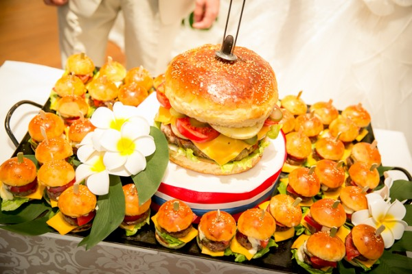 結婚式のファーストバイト|ハンバーガー