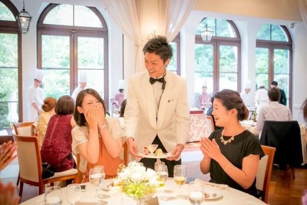 ウエディングパーティ|サービスマンとゲスト