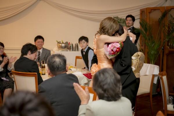 抱きあう花嫁|ジャルダンドゥボヌール