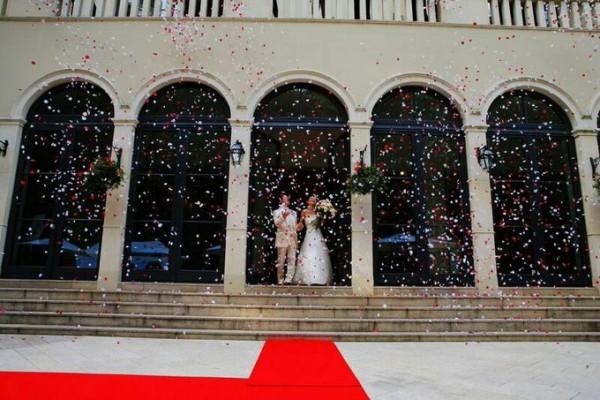 フラワーシャワー|結婚式|ジャルダンドゥボヌール