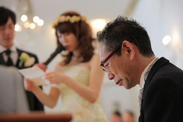 手紙を貰うお父様|結婚式当日
