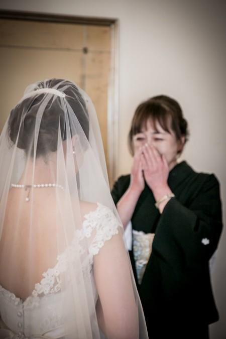 挙式前の花嫁様とお母様|ジャルダンドゥボヌール