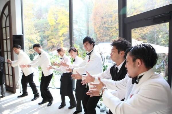 結婚式のサービススタッフ